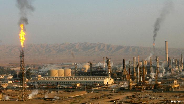 Iraq's Major Oil Refinery under Attack by Islamist Rebels