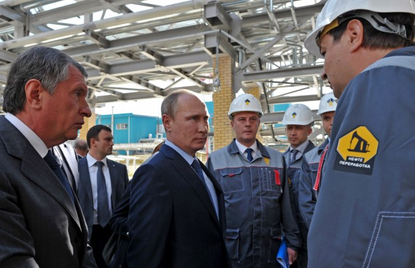 EU Warns of Russian Strategy to Snap up Europe's Oil Refineries