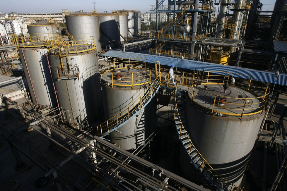 China to Let 'Teapot' Refiners Import Oil