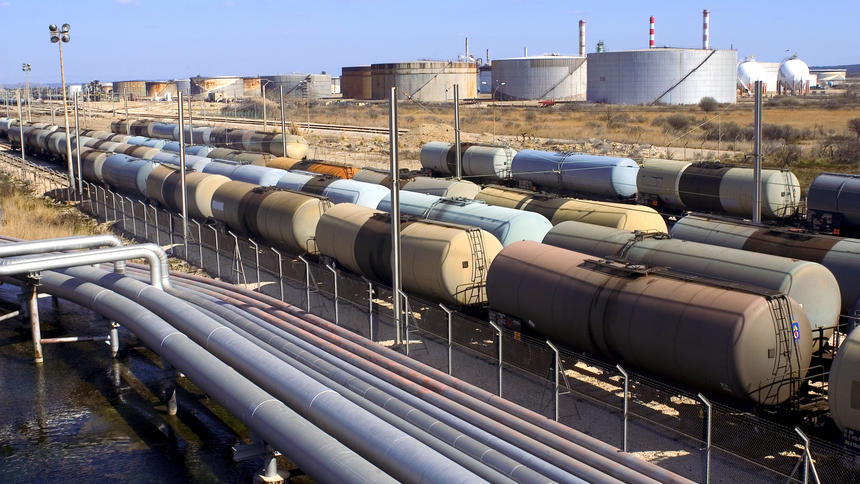 US Oil Output Dramatically Decreasing